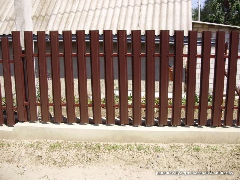 Монтаж металлоштакетника своими руками видео