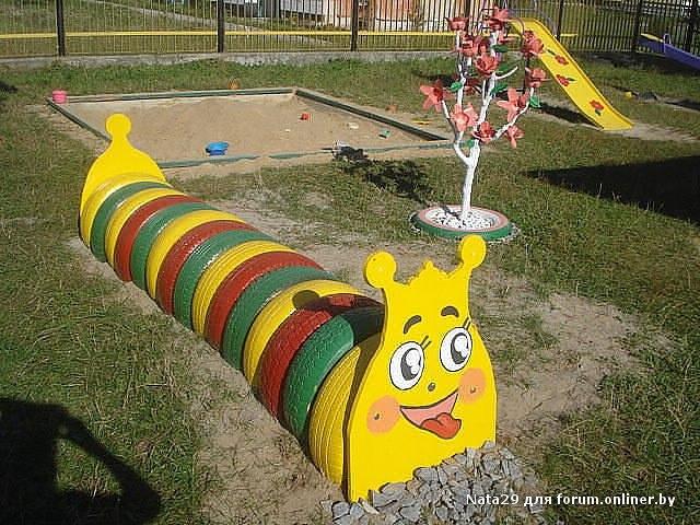 Гусеница из покрышек для детской площадки
