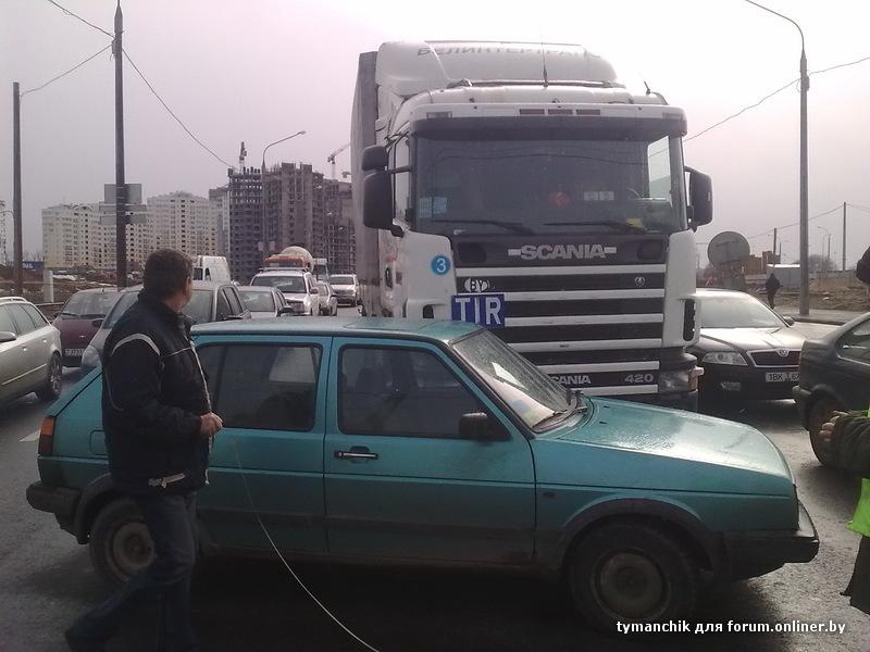 24 Мар 2011 14:00 перекресток Держинского/Есенина, поворот налево к простору со стороны МКАД.  Фура из 4-ого ряда...