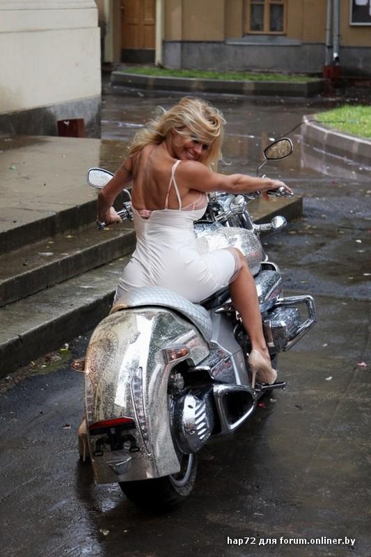 blondinki-na-mototsikle-foto