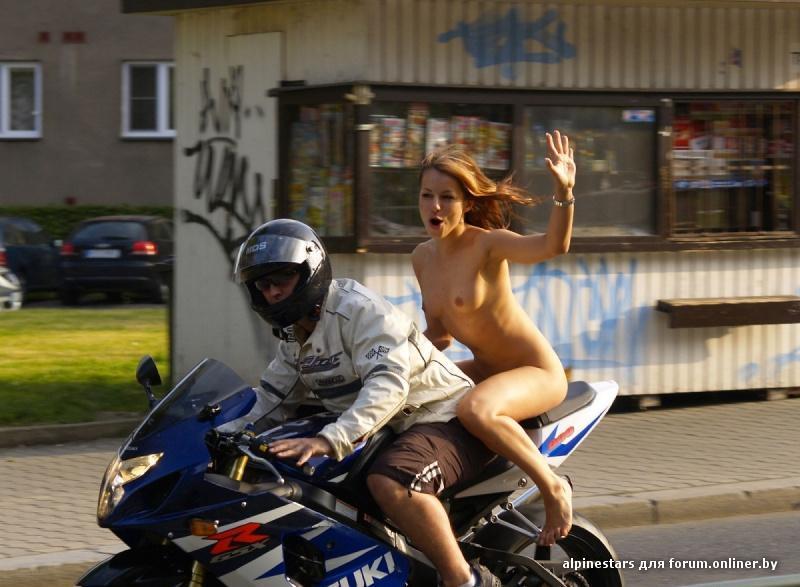 фото голых на мотоцикле