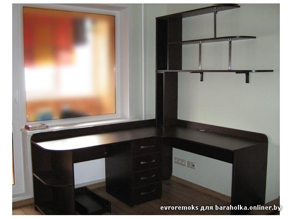Фото углового компьютерного стола вместе с письменным.