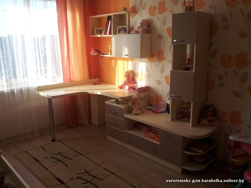 Компьютерные столы,письменные столы и детские комнаты(подрос.