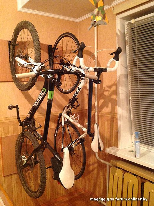 Как повесить велосипед на стену в малогабаритной квартире.