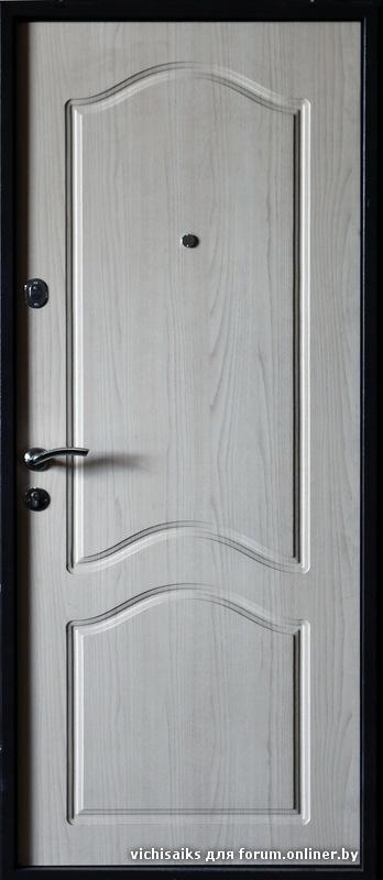 офисная дверь металлическая с белой отделкой