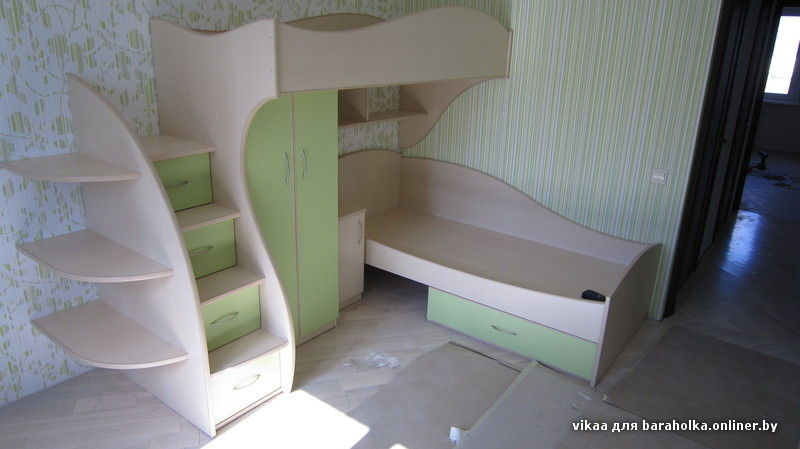 Угловая двухъярусная кровать фото
