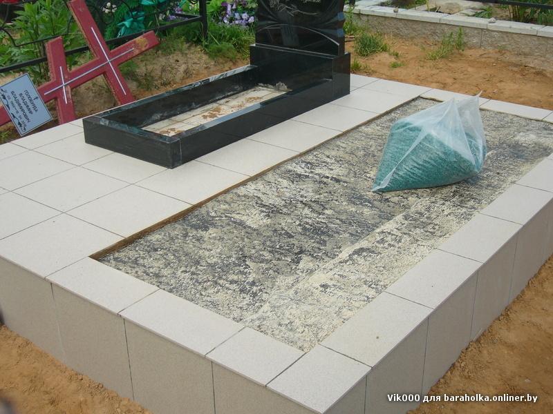 Укладка плитки на могилах