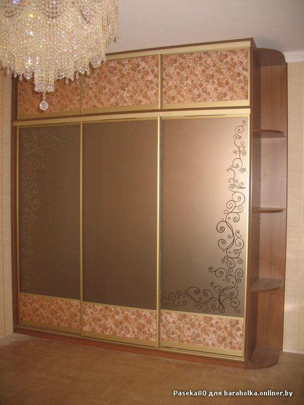 Дизайн с кожей двери шкафа купе.