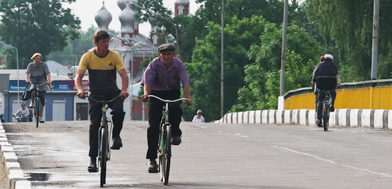 Мнение: велосипедисты шантажируют и пешеходов, и автомобилистов