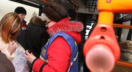Пассажир: напрягают молодые и здоровые парни, при виде контролеров готовые вынести автобус