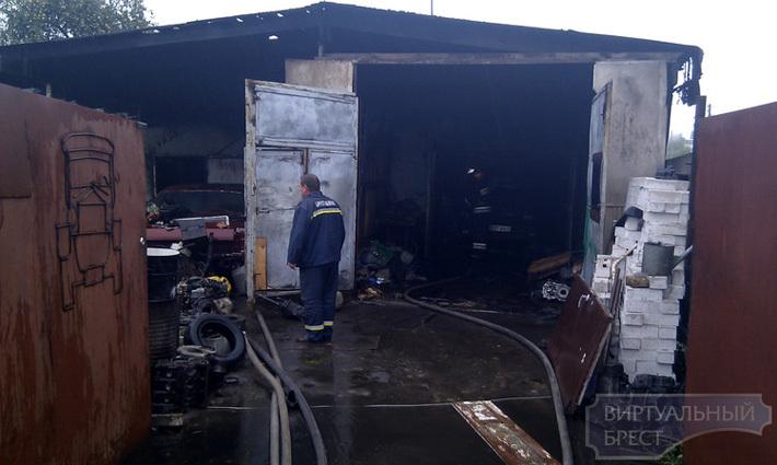 В Бресте горела автомастерская, расположенная в гараже (дополнено видео) - Авто onliner.by