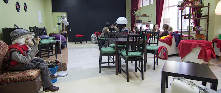 В Минске открылось первое «антикафе»: за минуту берут 300 рублей, развлечения предлагают бесплатно (фото)