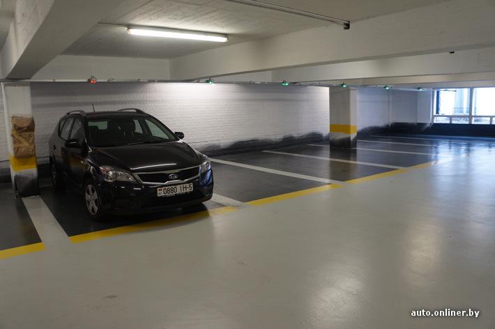 Даже в центре Брюсселя со свободным местом на паркингах проблем нет. Цена - от 5 евро за сутки