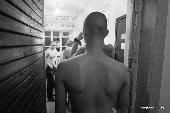 фото солдат в бане