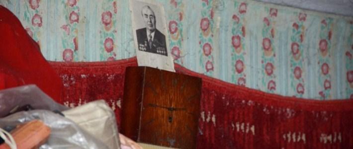 В Гродно коммунальщики уже двое суток пытаются расчистить квартиру современного Плюшкина