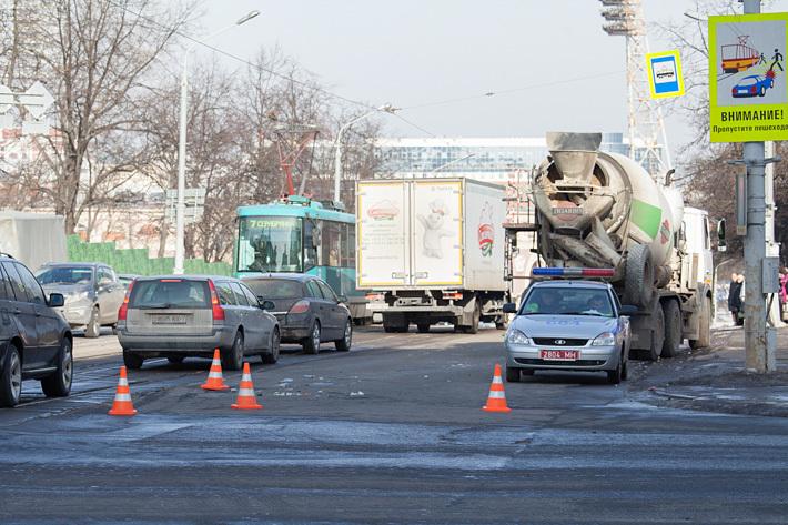 грузовик сбил пешехода на селтинской остановке в ижевске совершенно