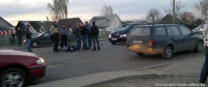 Могилев: мотоциклист на Yamaha столкнулся с двумя автомобилями. Он госпитализирован