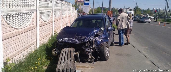 Гомель: от удара Kia отбросило на остановку общественного транспорта - Гомель onliner.by.