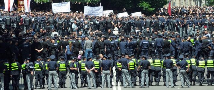 Во время гей-парада в Тбилиси православные верующие прорвали кордон и избили представителей секс-меньшинств