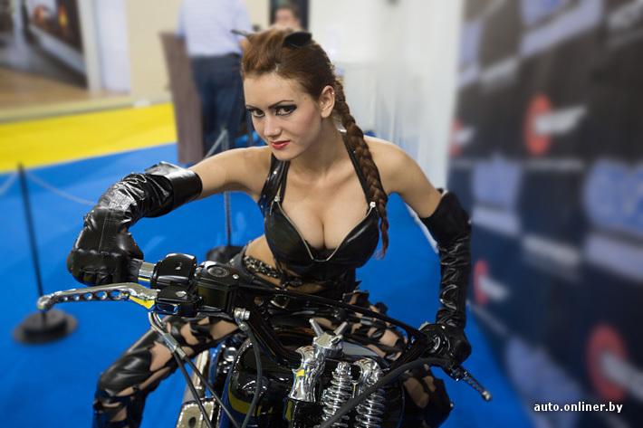 Мотоцикли и грудасти девушки фото