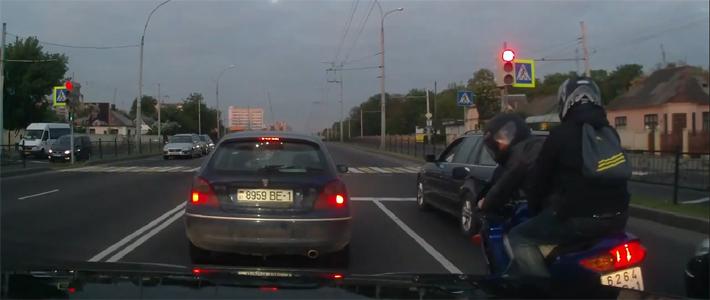 Брест: движение мотоциклиста между полосами вызвало дорожный конфликт