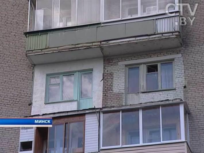 В доме на куприянова обрушились два балкона.