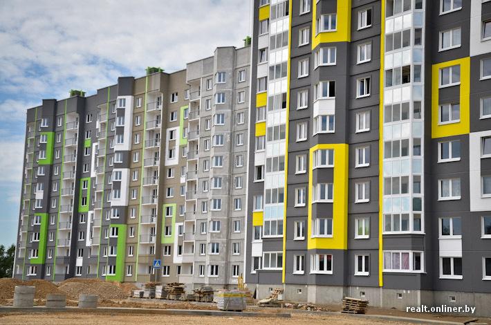 """Фотофакт: жилой комплекс """"зеленые горки"""" раскрашивают по про."""