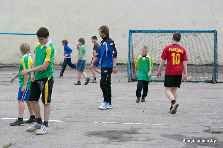 Дмитрий Сычев сыграл товарищеский матч со школьниками