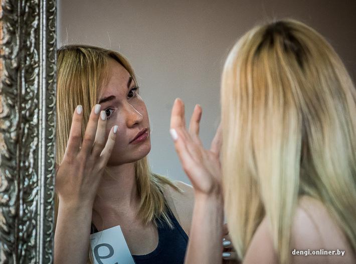 Крашеная блондинка с 3 размером груди порно видео