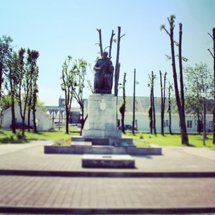 Памятники в ивацевичах фото и цены где заказать со свечойию на памятник 94