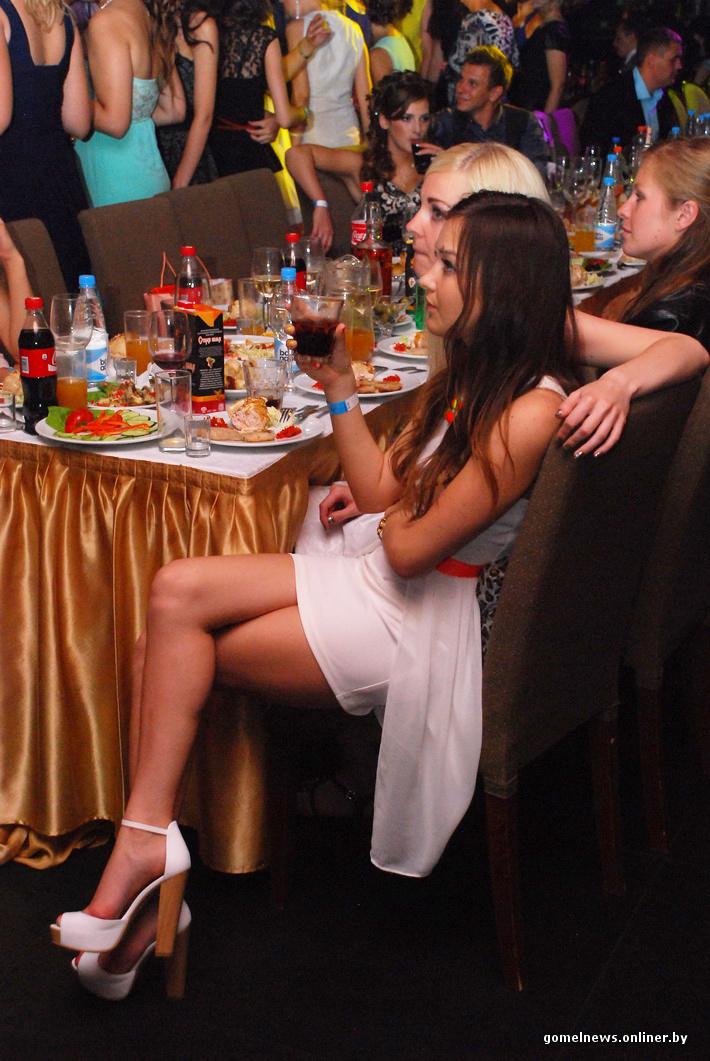 Русские девчонки в клубе дают стриптизерам фото 433-707