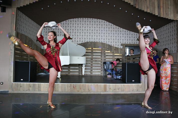 фото танцует без трусов