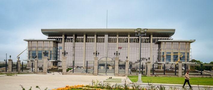 Фотофакт: в Минске подходит к завершению остекление Дворца независимости