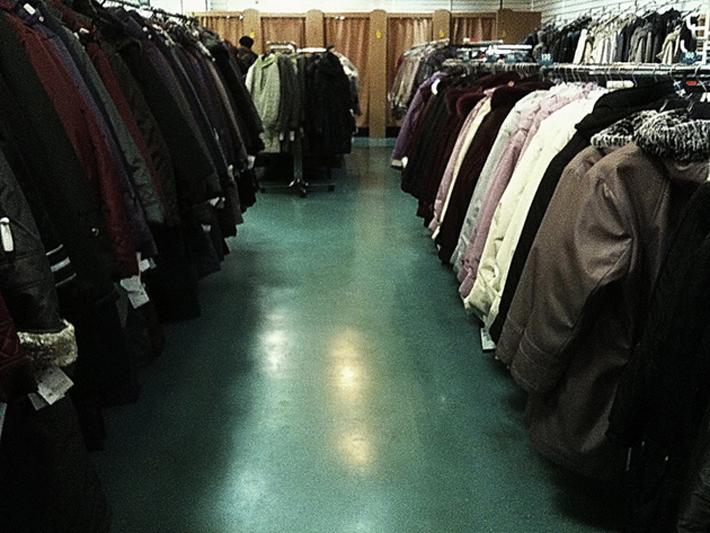 3dfefce4c777 Все это убожество, безуспешно выдаваемое за одежду, — результат плановой  экономики и полного отсутствия рыночной конкуренции. Зачем предприятиям и  магазинам ...