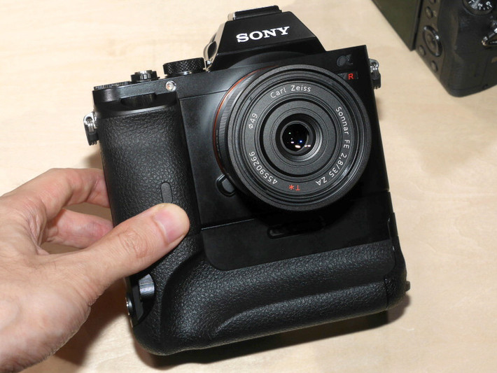 Камера под юбкой на рынке