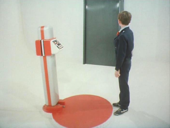 что реквизиторы использовали при создании пульта машины времени в фильме гостья из будущего