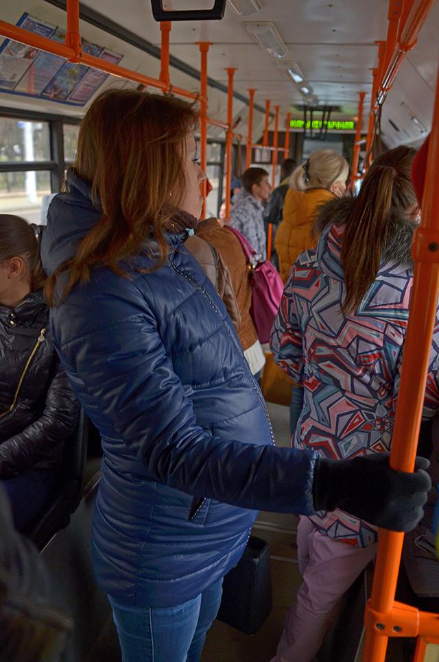 приставания к женам в автобусе
