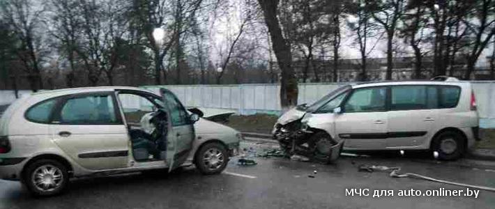 Два Renault столкнулись в Речице, один из водителей скончался в больнице
