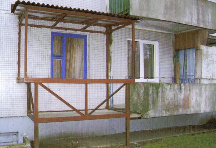 zhenu-na-balkone-roliki