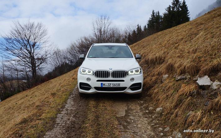 Как и BMW X5 50i, дизельная «эмка» в базовой комплектации оснащается ксеноновыми фарами. Адаптивная светодиодная оптика, которая доступна в качестве опции, отличается по горизонтальному расположению источников света в центре светодиодных колец