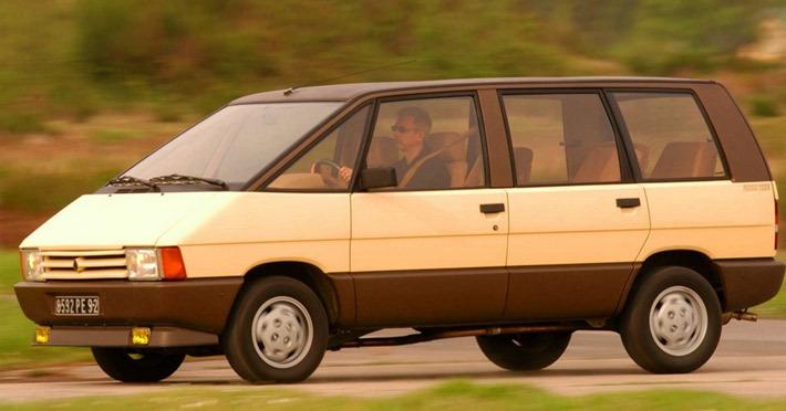 Первое поколение Renault Espace тоже не жаловалось на маленький дорожный просвет. Но кроссовером его тогда  никто не  называл