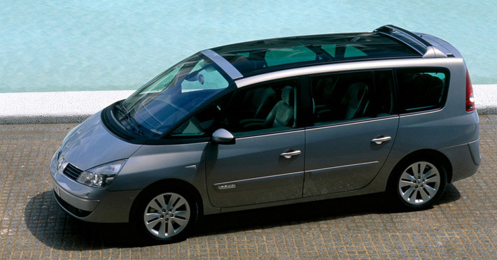 Renault Espace четвертого поколения уже давно пенсионер — его производство стартовало в 2002 году. Дети, родившиеся тогда, уже в старших классах