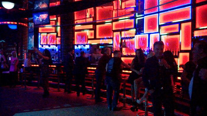 Сняли красивую в ночном клубе русские фото 711-0