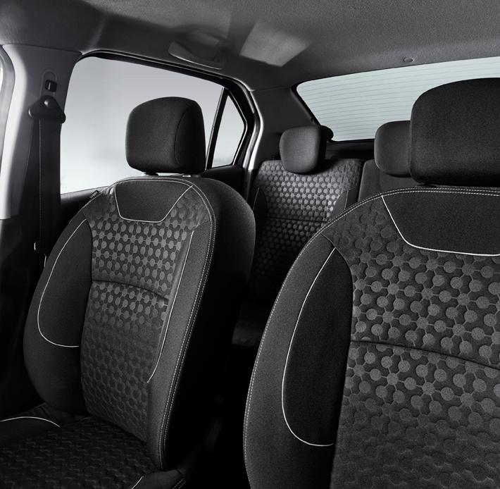 Передние сиденья не дадут вам забыть, что это бюджетный автомобиль. Простенькая обивка. Отсутствие какой-либо боковой поддержки
