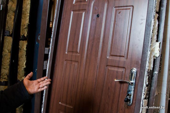 сколько стоит в среднем поставить железную дверь