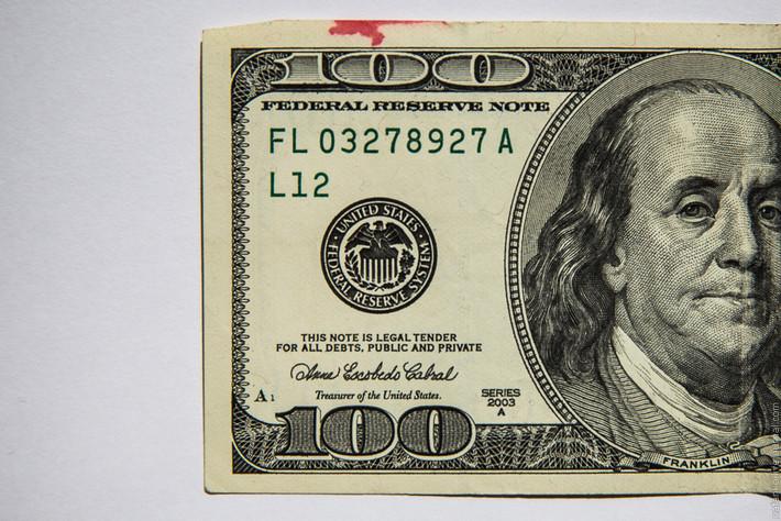 в каком банке продать доллар