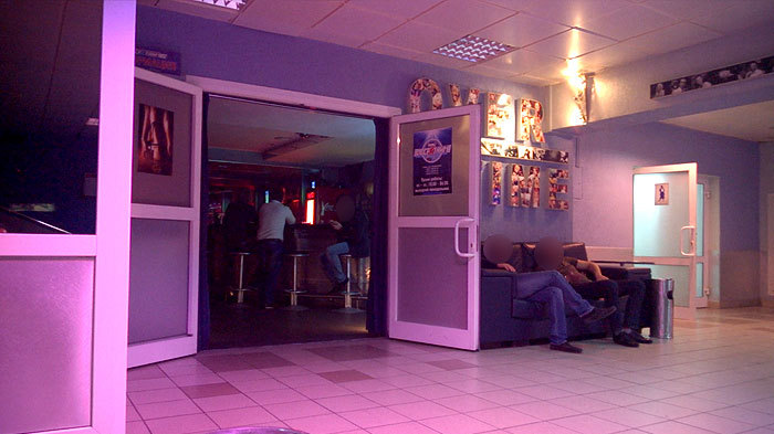 Девушки минска на субботу интим с девушкой в клубе, надевает парню презик