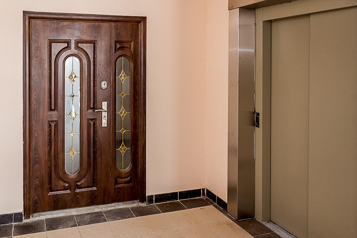 установка входной двери тамбурной в москве
