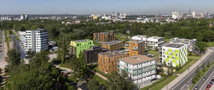 Дома с биореакторами, нацистские бункеры-электростанции и элитные трехэтажки для иммигрантов: как устроен современный жилой район в Гамбурге
