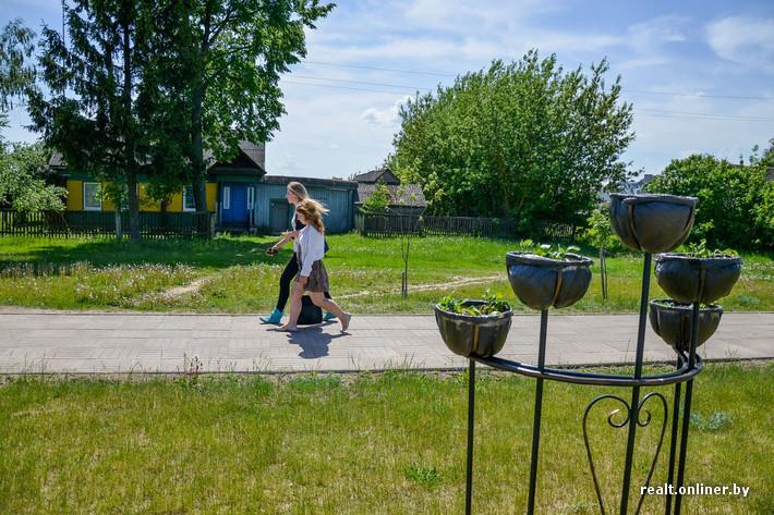 С одной стороны улицы Советской можно увидеть старый Дрибин.